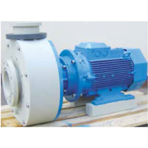 Horizontal close-coupled plastic pump equipped with mechanical seal